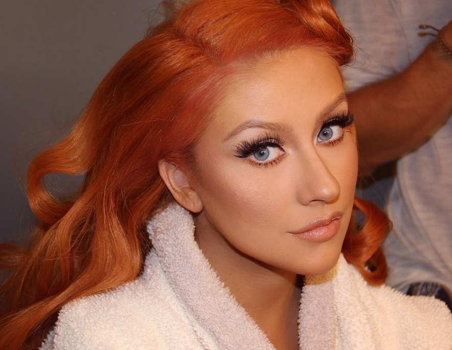 Christina Aguilera is back to blonde and we're loving her new look