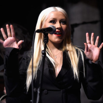 Christina Aguilera just changed her hair back to a super classic look and she is killing it