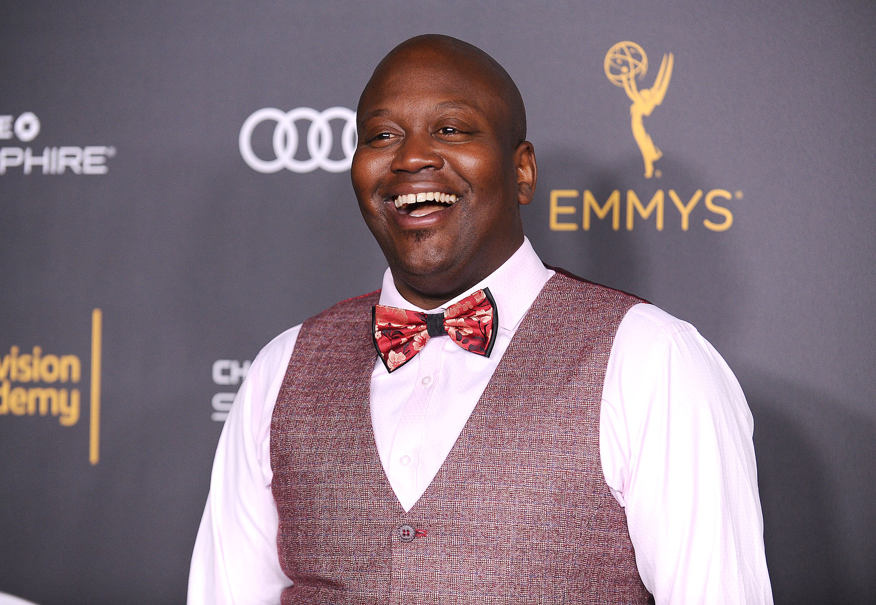 Debra Messing is going to give Tituss Burgess the NewFest Voice & Visibility Award, and we love them both SO MUCH