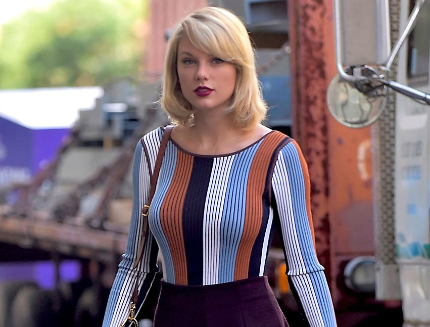 Taylor Swift changed up her hairdo AGAIN, and she looks gorgeous