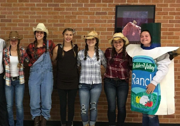 "The girl who dressed up as a bottle of Ranch for ""Ranch Day"" is our hero"