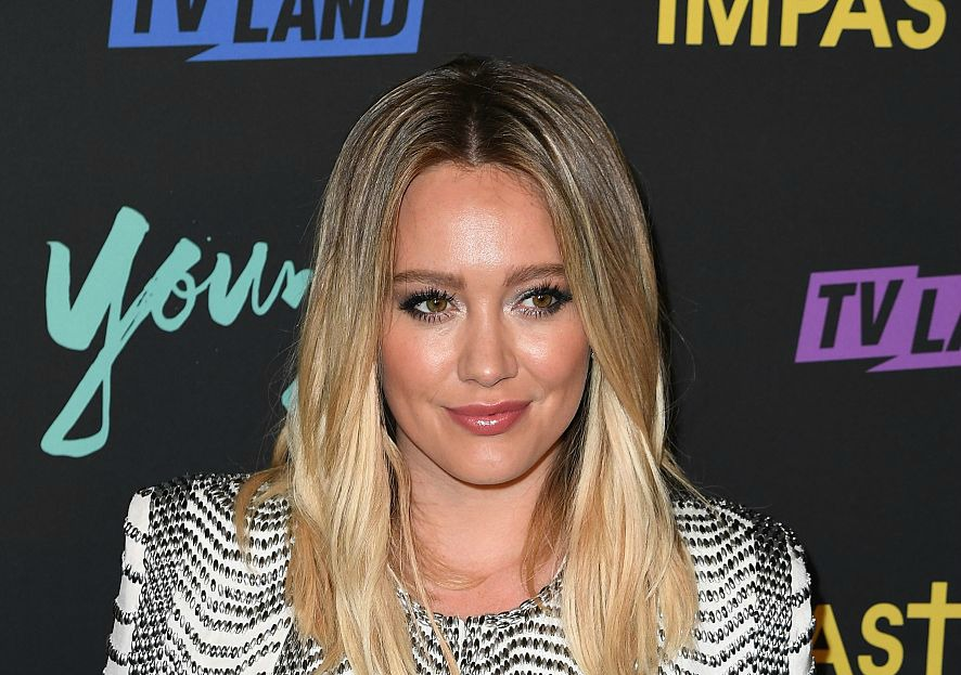 Hilary Duff looks like a chic French lady on the red carpet — and we're copying her