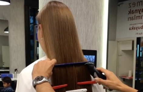 This hair cutting technique has us TOTALLY baffled, and we can't look away