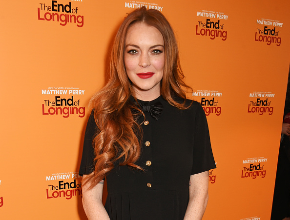 OMG Lindsay Lohan cut off part of her finger and it looks so painful