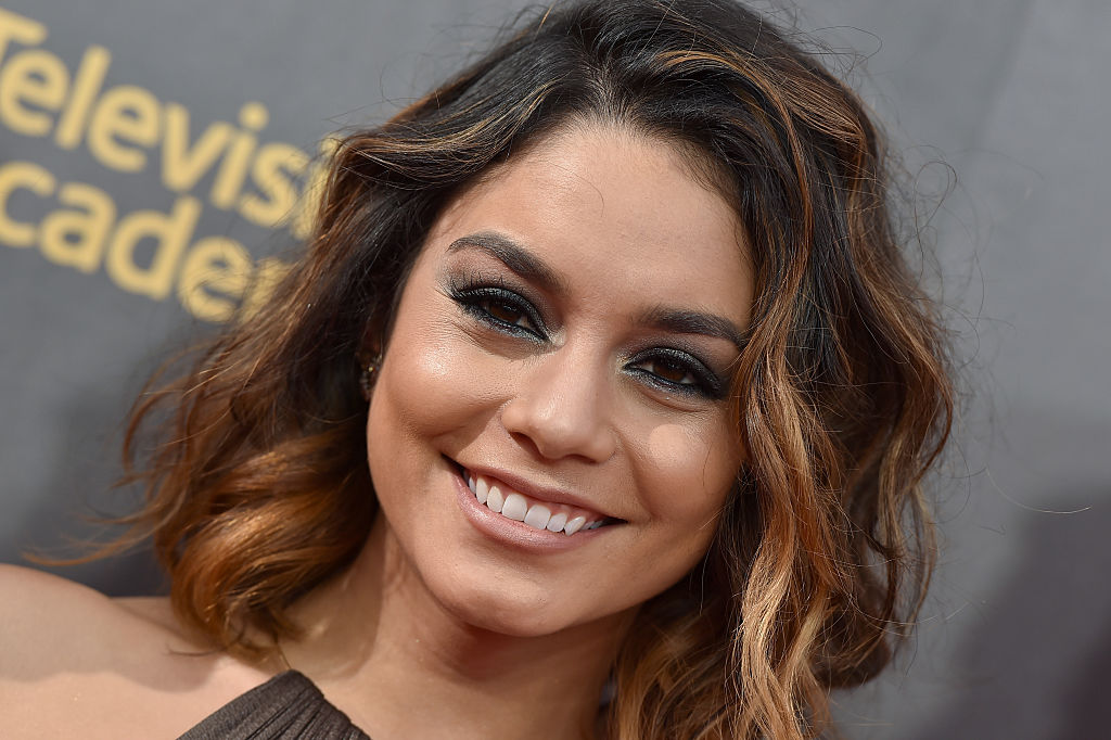 "Vanessa Hudgens totally channeled ""Hocus Pocus"" at this Halloween theme park opening"
