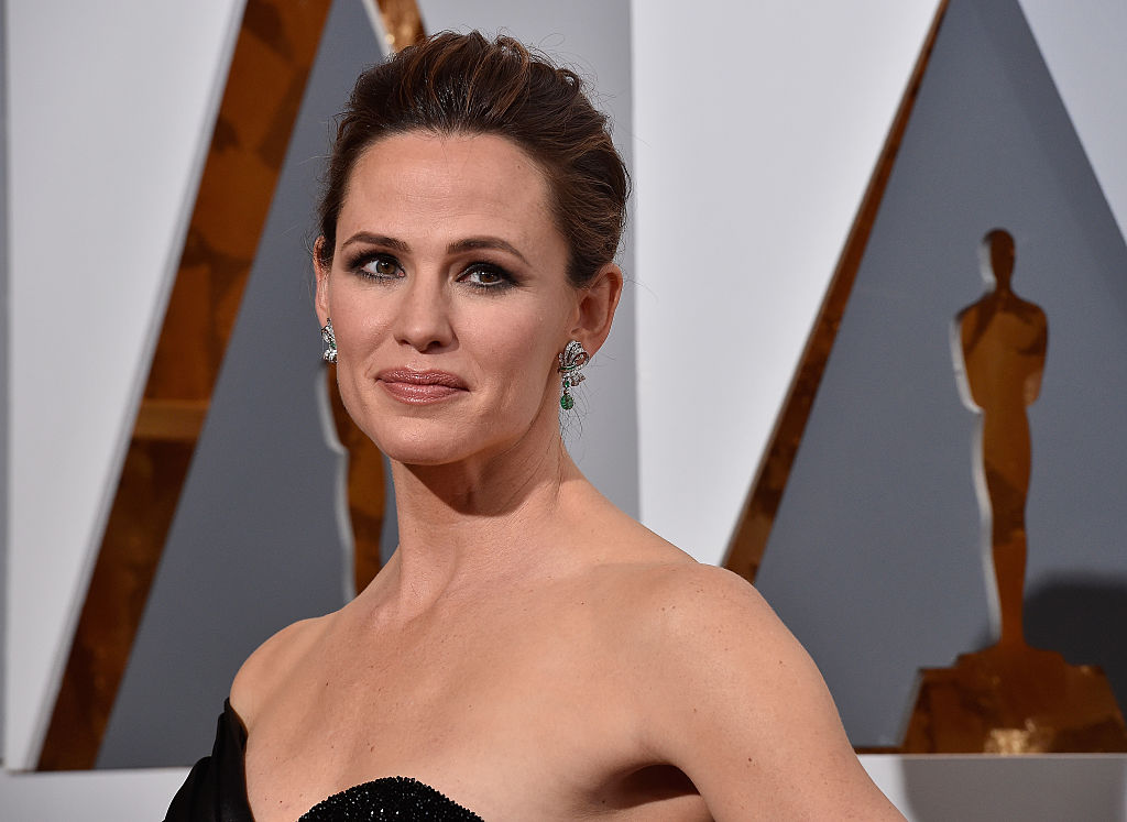 Jennifer Garner joked to paparazzi that she's dating Brad Pitt, and hey — we could actually see that happening