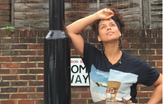 This is the secret behind Alicia Keys' perfect no-makeup skin