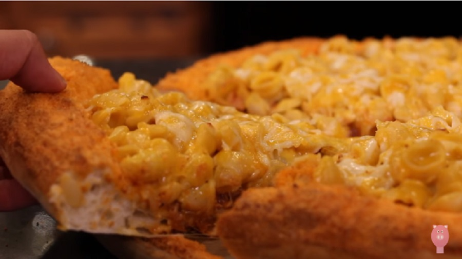 This mac 'n Cheetos pizza is a beautiful abomination and we need it immediately