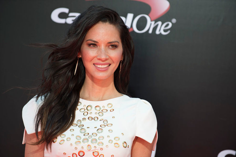 "Olivia Munn's ""office prom"" photo is cracking us up today"