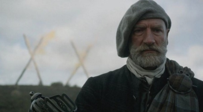 """Outlander"" star Graham McTavish has the funniest story about learning how to wear a kilt"