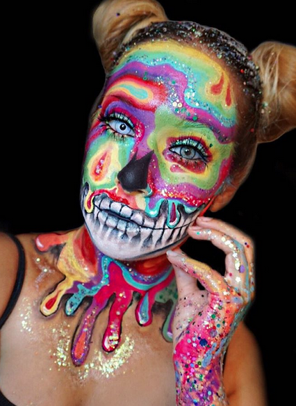 This gorgeous oil slick skull makeup just gave us the perfect glam Halloween inspo