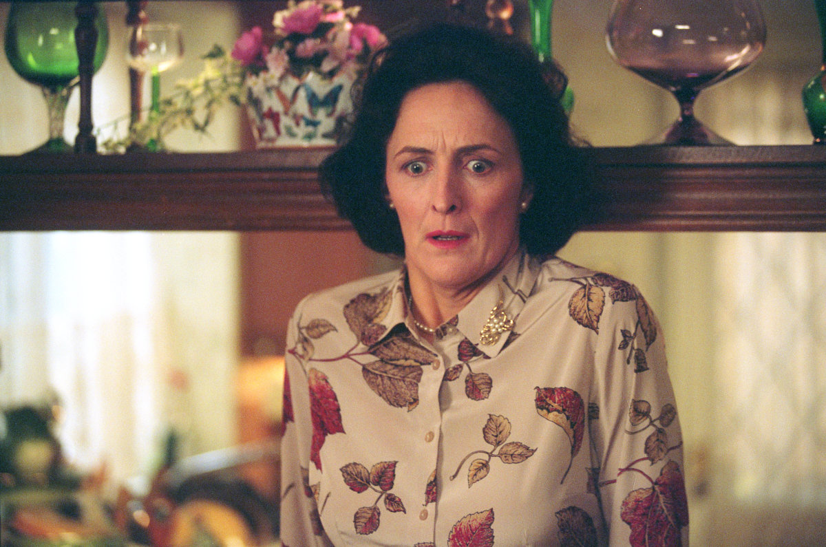 "There's a fan theory that suggests that Aunt Petunia from ""Harry Potter"" was a witch and our minds are blown"