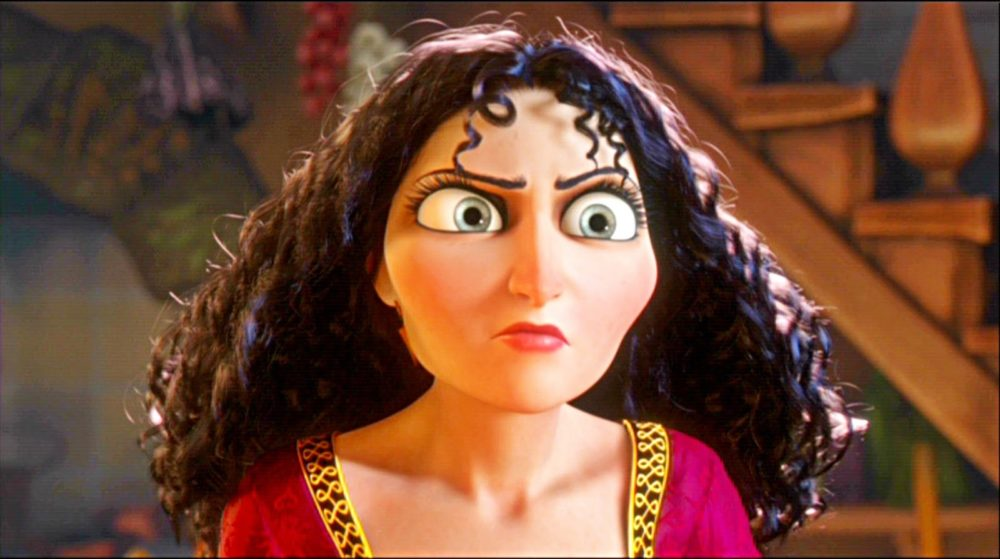 "This artist's two-faced Mother Gothel makeup from ""Tangled"" is perfect for your Disney villain Halloween inspo"