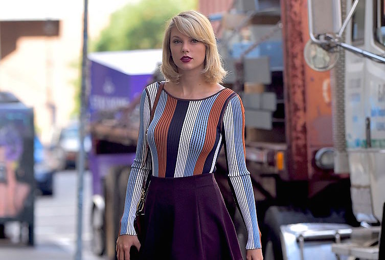 Taylor Swift's ink-black boots are perfect for an autumn badass