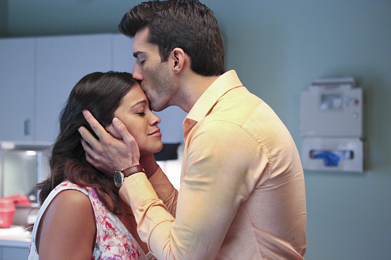 "This Old Hollywood behind-the-scenes photo from ""Jane the Virgin"" is too attractive for words"