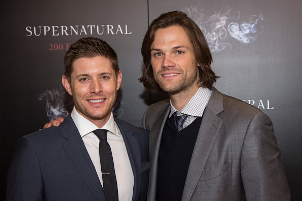 "Jensen Ackles and Jared Padalecki celebrate this amazing ""Supernatural"" news with a bromantic selfie"