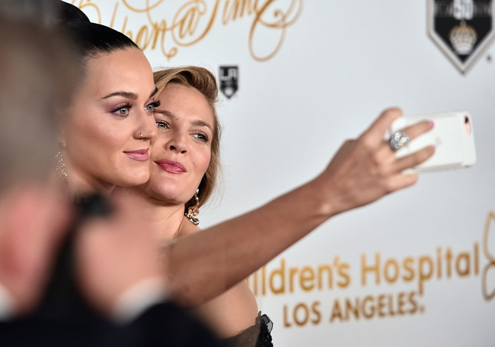 Katy Perry and Drew Barrymore took selfies while slaying the red carpet and we can't handle how awesome they are
