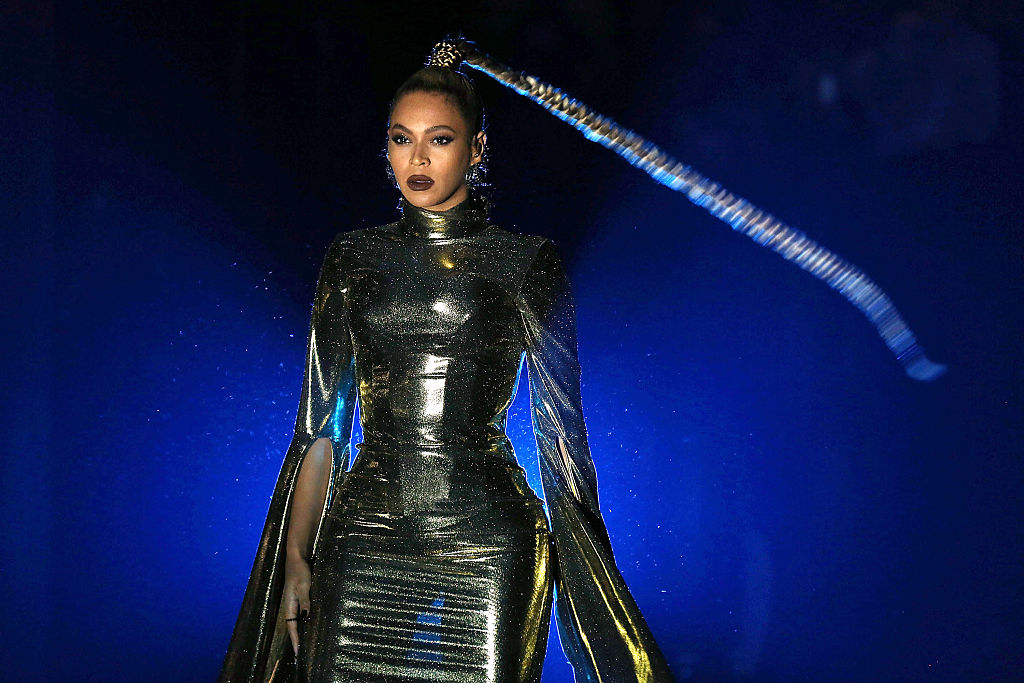 Beyoncé's earring tore mid-performance and she just kept going despite blood everywhere because...Beyoncé