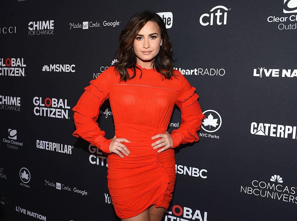 Demi Lovato has blonde hair now, and she looks AMAZING