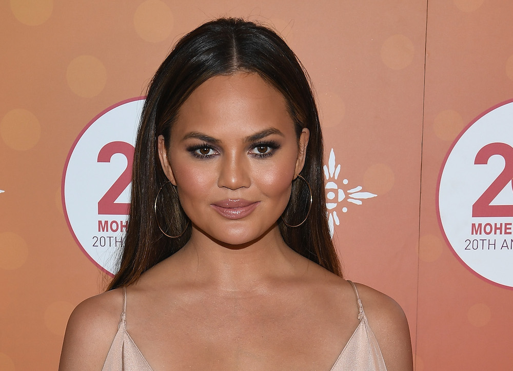 """Chrissy Teigen """"lives for other people's dating apps"""" and it's the most HILAR thing ever"""