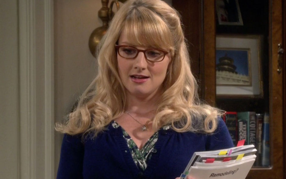 "Bernadette from ""The Big Bang Theory"" is a stunning red carpet genius IRL"