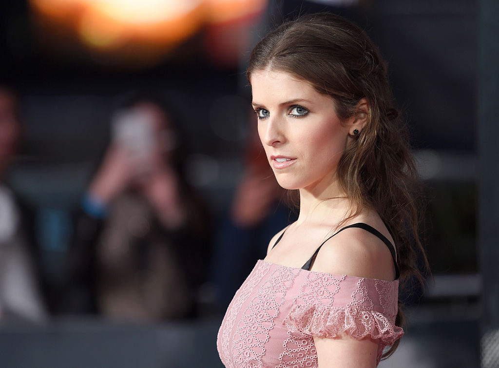 "Anna Kendrick is the perfect leading lady in this blush tea-length dress at ""The Accountant"" premiere"
