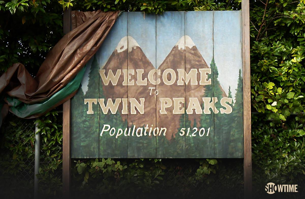 "Showtime released the first behind-the-scenes look at the new ""Twin Peaks"" and we're freaking out"