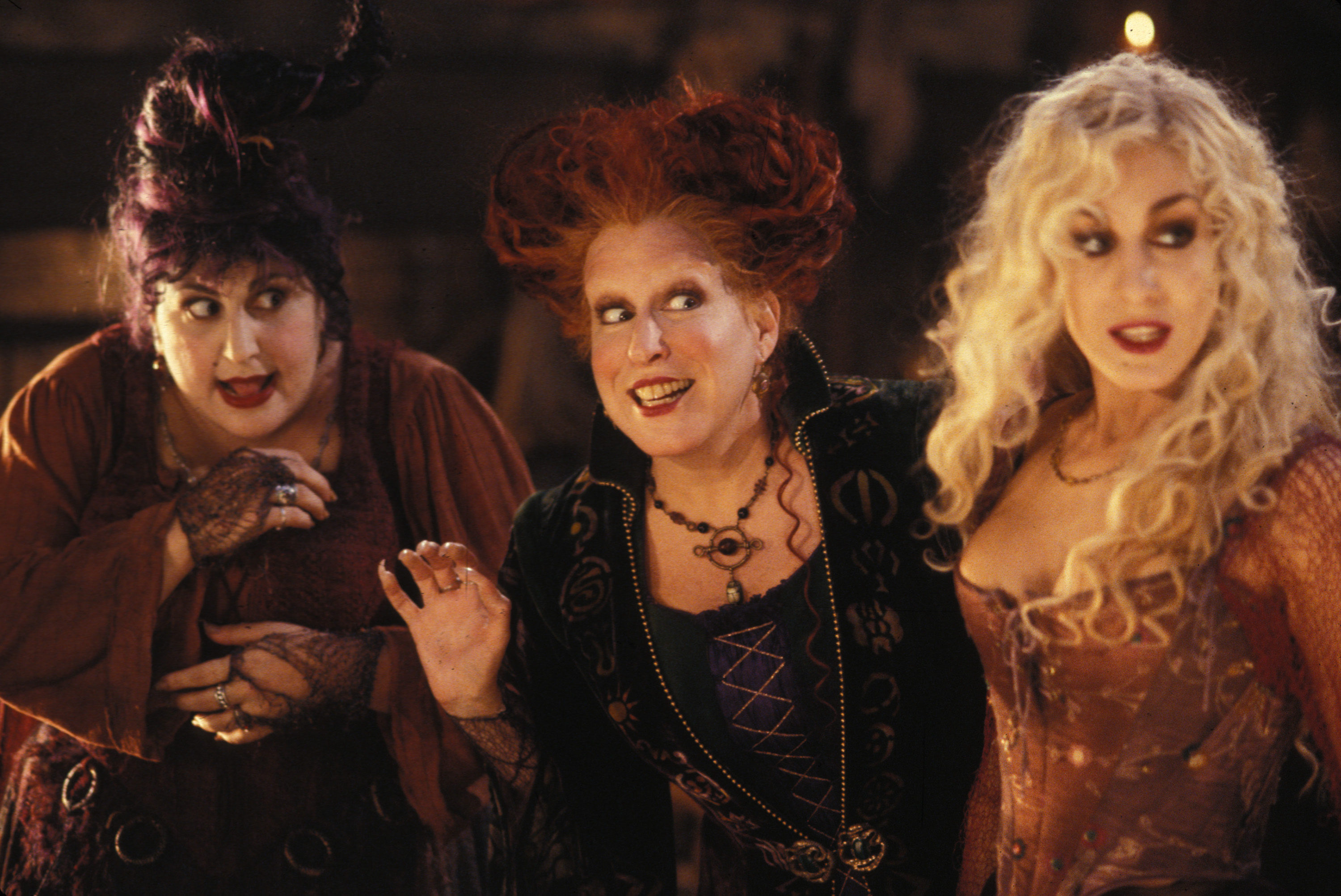 """""""Hocus Pocus"""" adult Halloween costumes exist, and thank you to whoever lit the black flame candle for this gift"""