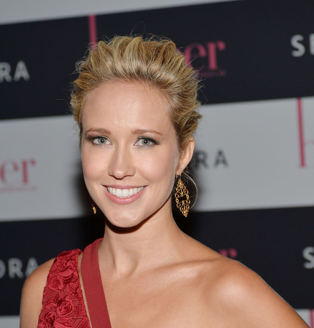 "Anna Camp looks like a butterfly dream at the ""Good Girls Revolt"" premiere"