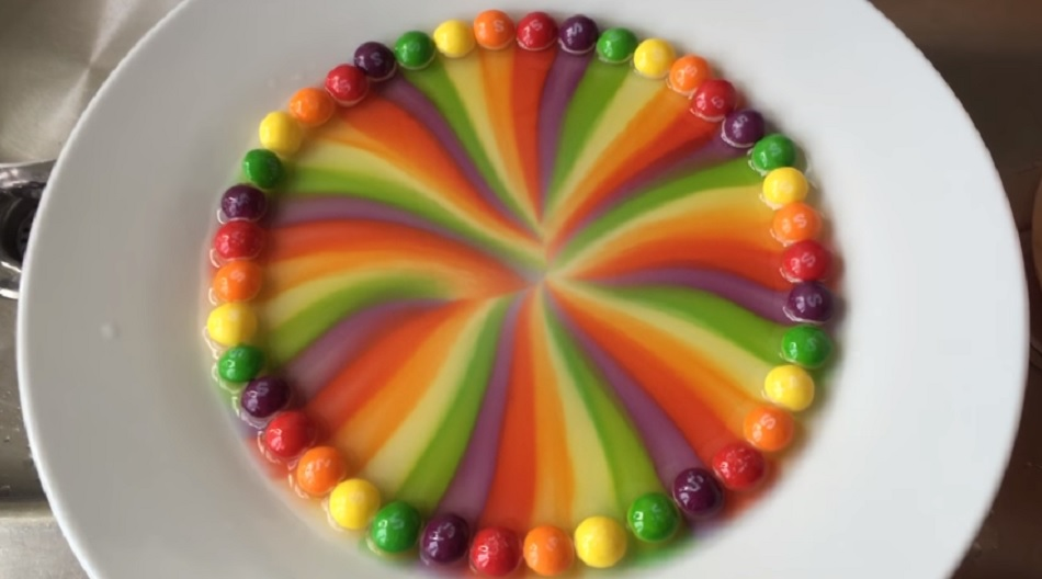Melting Skittles together with Lemon Honey Vinaigrette additionally Chocolate Pretzel Bites besides Beata Tower in addition Edible Starburst Slime X. on how do they make candy