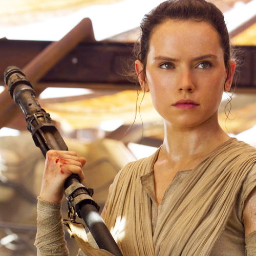 Daisy Ridley answered when we'll learn who Rey's parents are in Star Wars and we are stoked