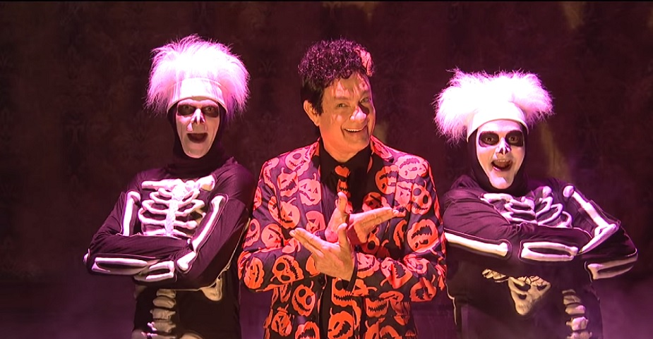 If you're still looking for a Halloween costume, SNL's David Pumpkins might be perfect