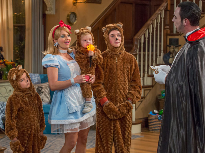 "We have the first pics from the Season 2 of ""Fuller House"" — and they'll make you excited for Halloween"