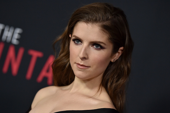 Anna Kendrick's crimped hair is transporting us back to the '90s