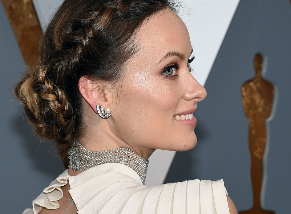 Olivia Wilde shared a photo of herself breastfeeding Daisy, and we're so glad she's keeping it real