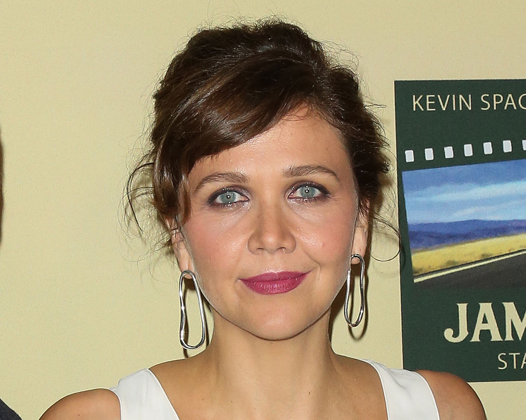 Maggie Gyllenhaal just rocked an oversized blazer covered in CATS and we cannot handle