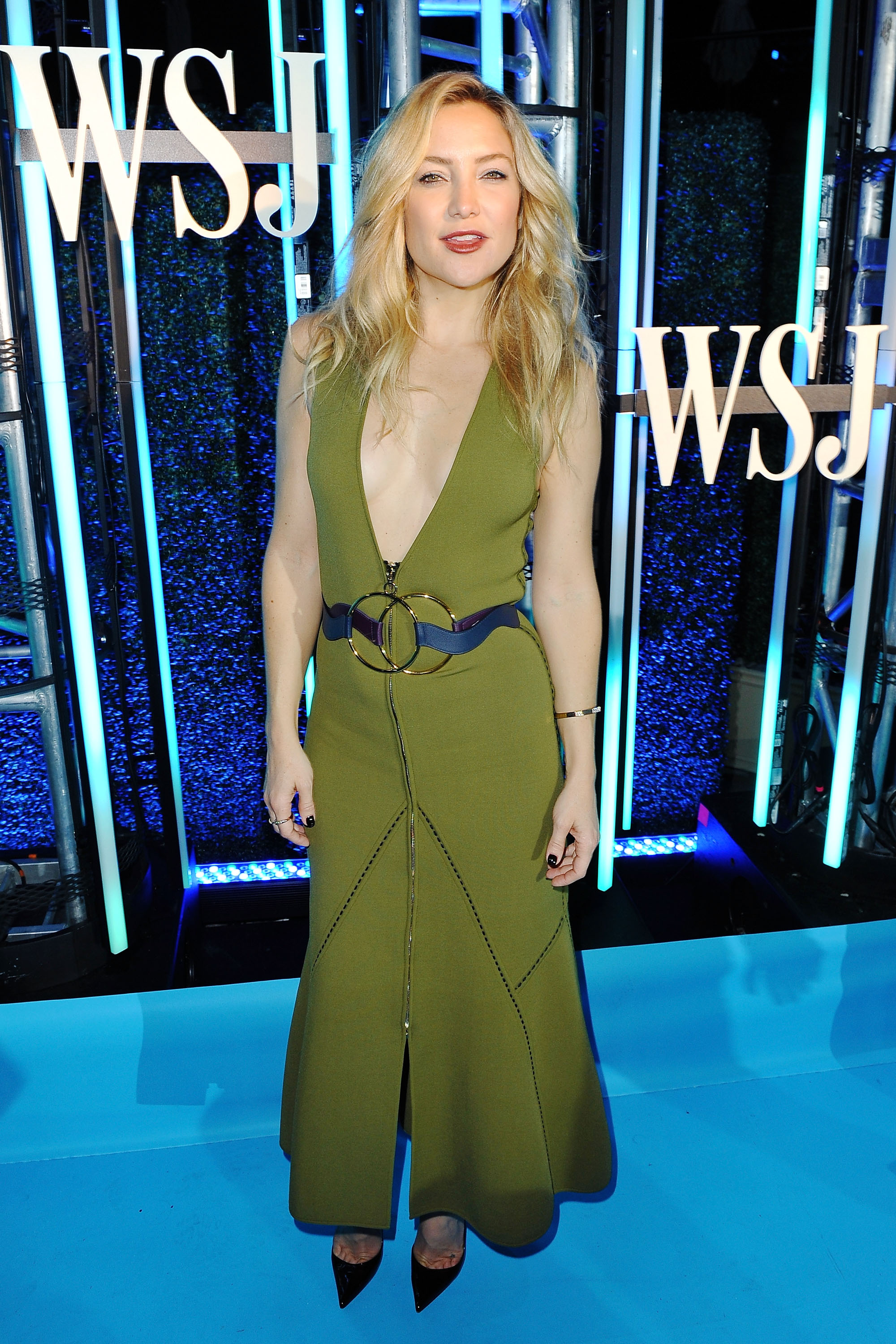 Kate Hudson Rocks A Daring Dress With A Plunging Neckline
