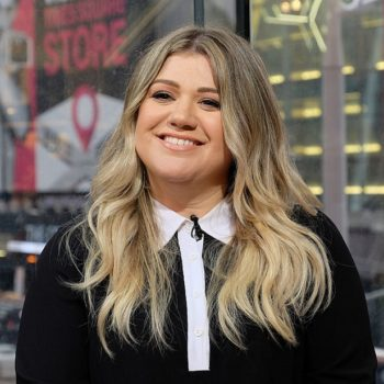 "We're totally digging Kelly Clarkson's version of ""We Shall Be Free"" by Garth Brooks"