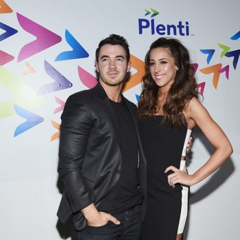 Danielle Jonas just gave birth, guys!