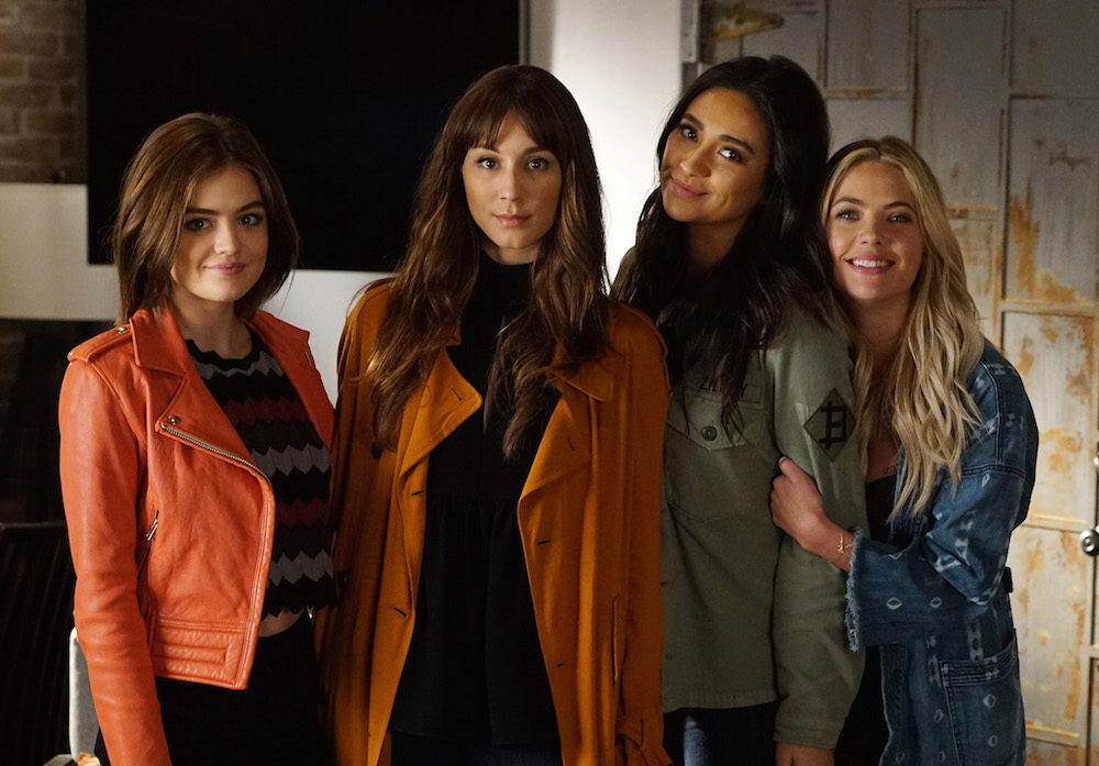 "The ""Pretty Little Liars"" leads get matching tattoos, prove they're #friendshipgoals"