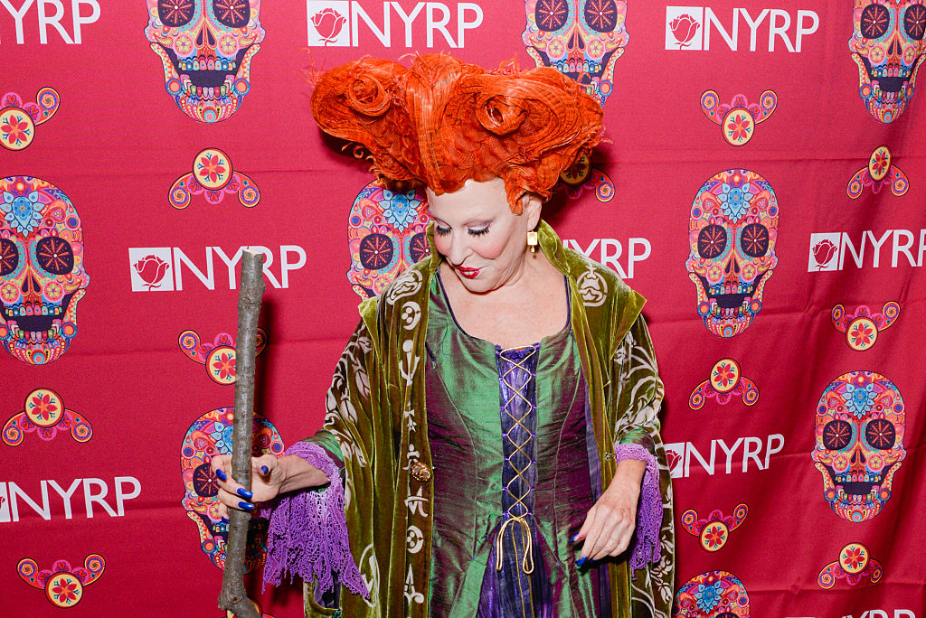 """OMG Bette Midler dressed up as her """"Hocus Pocus"""" character and it was FLAWLESS"""