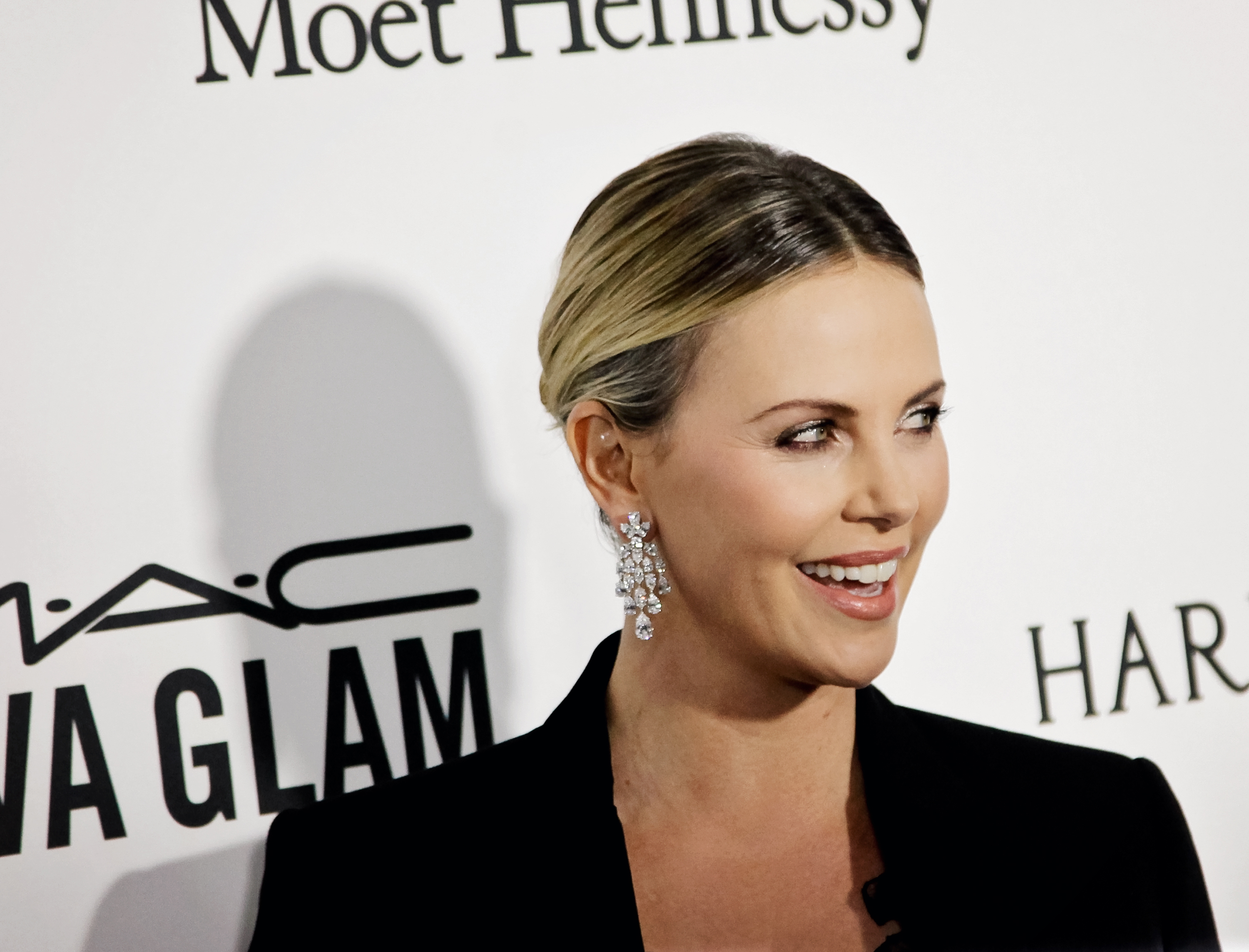 Charlize Theron looked unbelievably gorgeous on the red carpet after gaining 35 pounds for new role