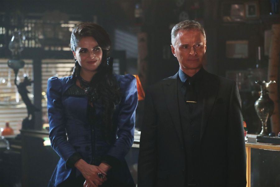 """This unlikely """"Once Upon a Time"""" couple kissed, and Twitter is NOT happy about it"""