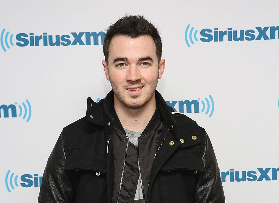 Kevin Jonas just shared the first photo of baby Valentina, and she's adorable!