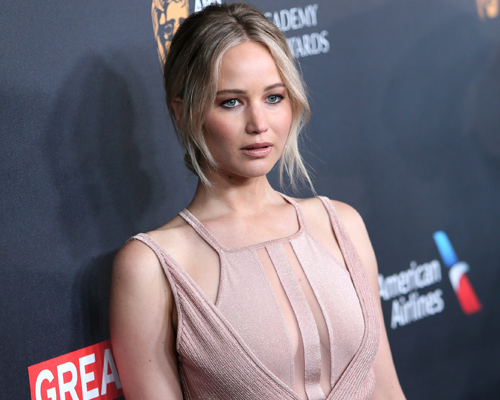 Here's why you shouldn't ask Jennifer Lawrence for a photo when you see her out (but we totally understand why)