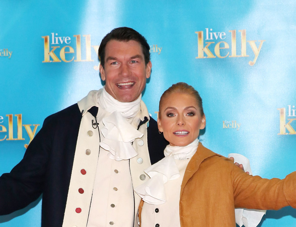 "Kelly Ripa and Jerry O'Connell channeled Hamilton and Burr for the Halloween ""Live!"" show"