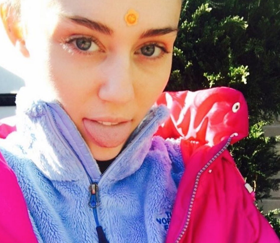 "Miley Cyrus' chill ""Nap-oween"" selfie is all of us humans who don't do Halloween"