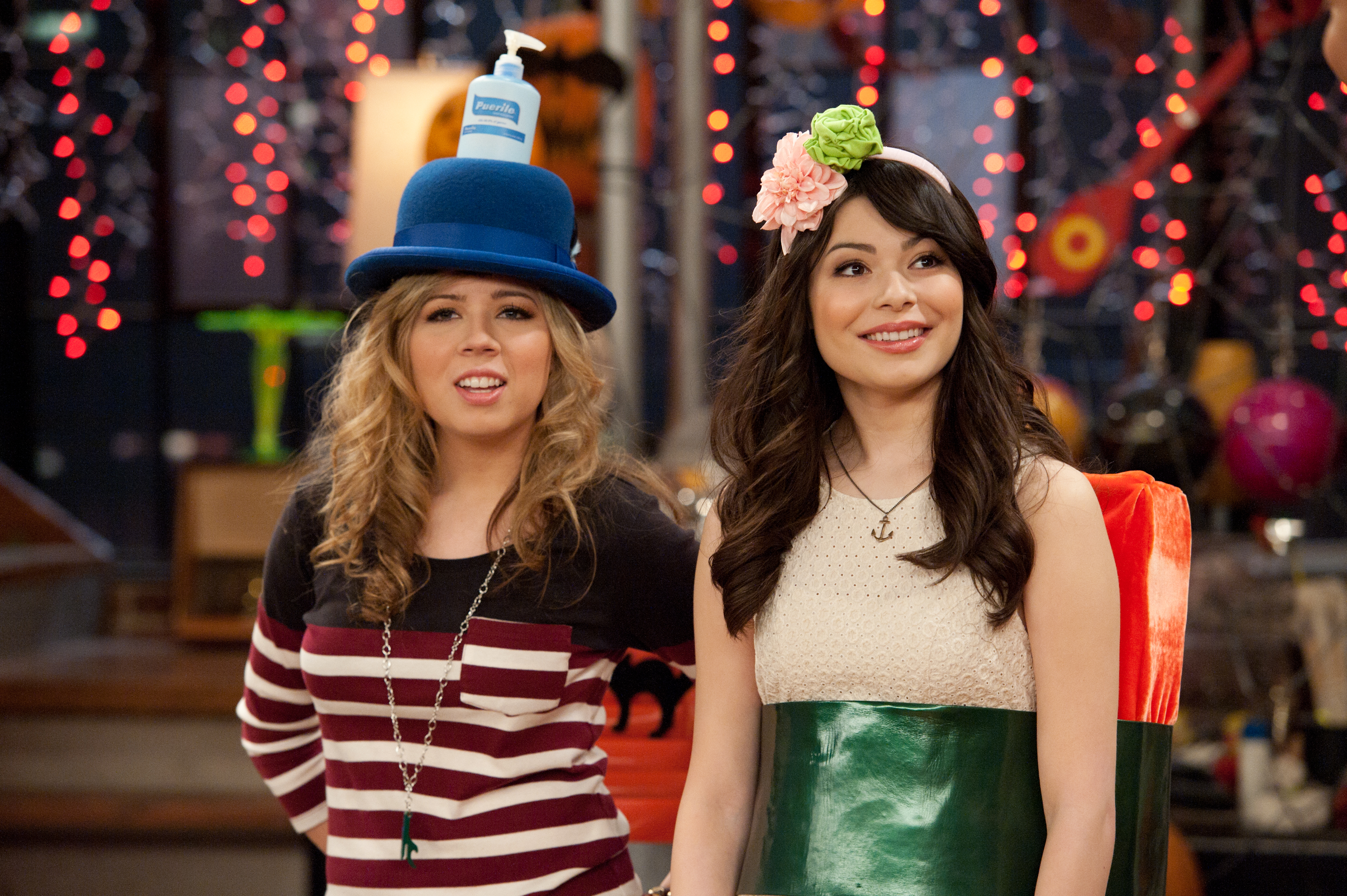 "The cast members of ""iCarly"" reunited this weekend and had the most epically cute Halloween costumes"