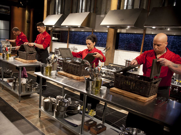 7 emotional stages of watching 'Chopped', the most stressful and addictive show ever