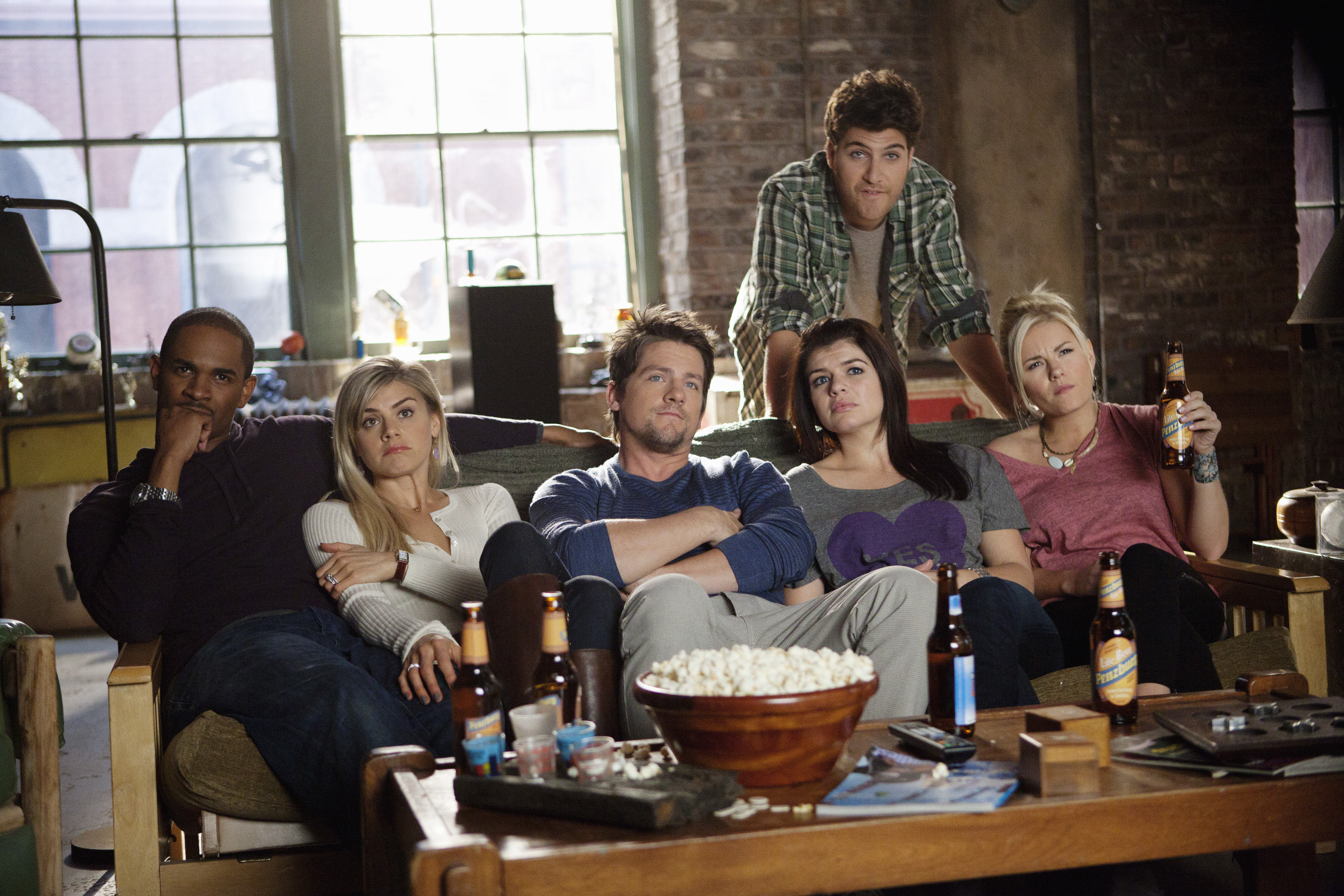 "Here's what happens during the ~lost~ fourth season of ""Happy Endings"""